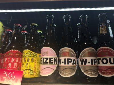 左は山梨の富士桜高原ビール。右は大阪の箕面ビール